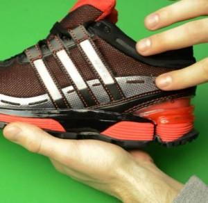 Мастурбация кроссовками