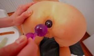 Анальные бусы вводят в анус, а потом тихонько вытягивают. Стимулируют эрогенные зоны ануса. Готовят к аналу. При минете / сексе. Секс Бокс. http://sexbox.online/