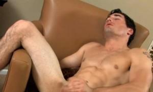 Видео где мужчина дрочит со стонами