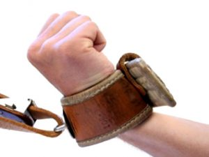 гей секс наручники связывание