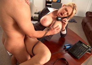 секс с послушной секретаршей