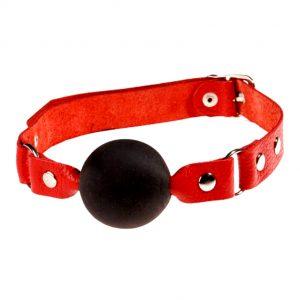 шарик на красном ремне