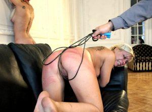 мужик связал девушку и шлепает ее плеткой бдсм подчинение и жесткий секс