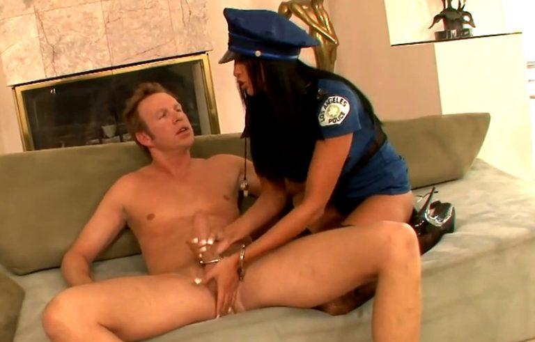 как поиграть с мужем в ролевые игры жена полицейский видео обнажает маленькую