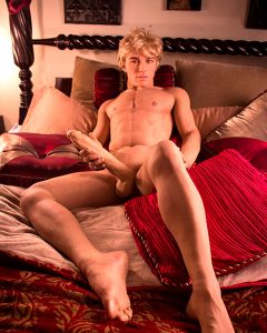 секс кукла мужчина в полный рост натуральный блондин с вибратором в хуе для мастурбации секса и нала