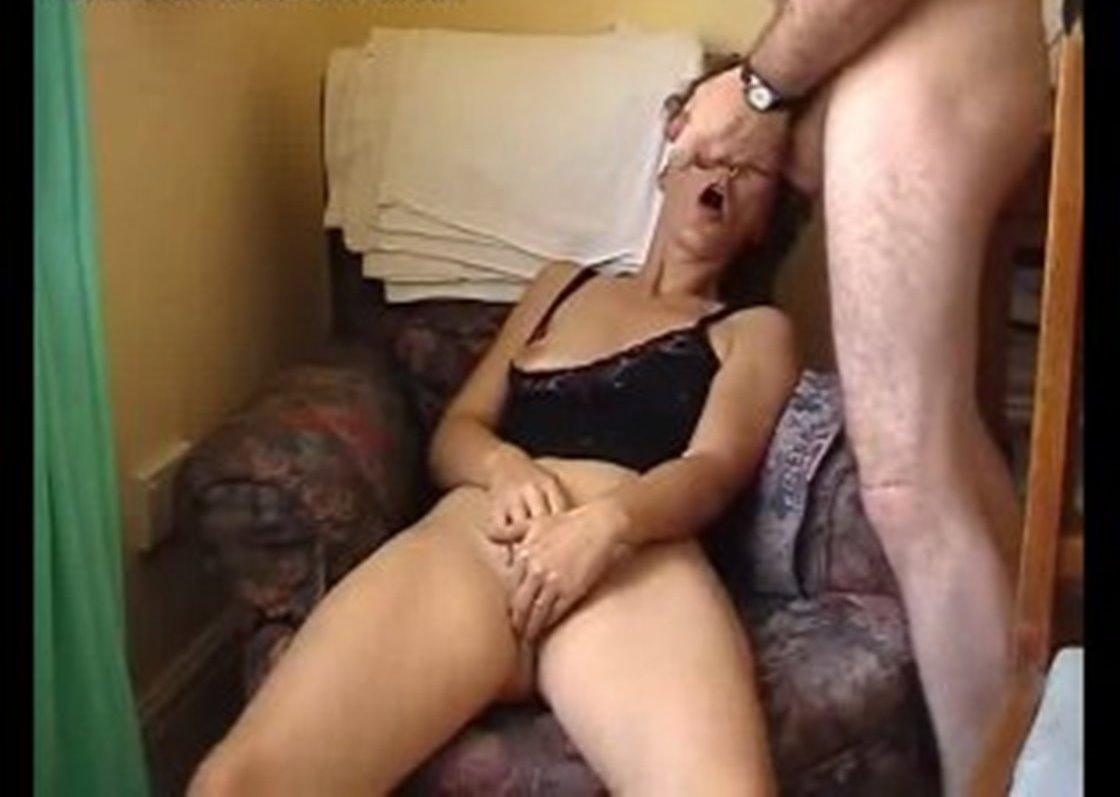 Он мастурбирует ей а она ему