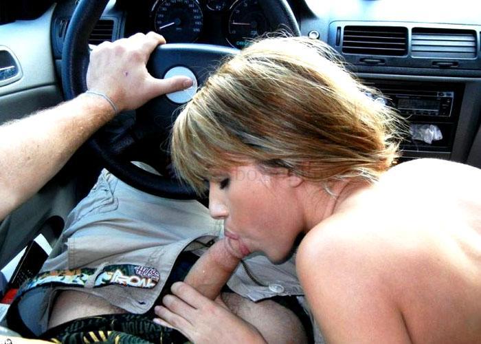 быстрый минет блондинки в машине