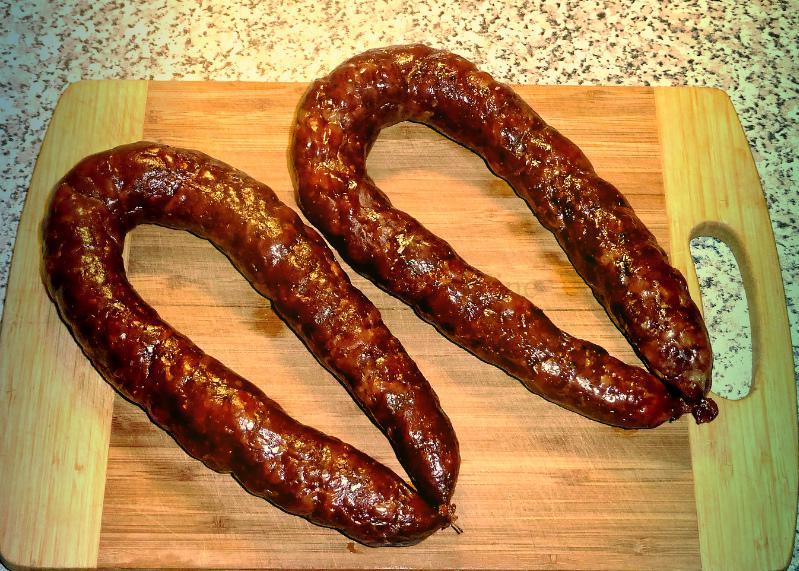 Фото: самодельный анально-вагинальный фаллос из колбасы для двойного проникновения