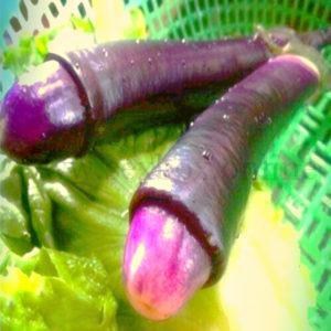 Фото: секс-игрушка член из баклажана