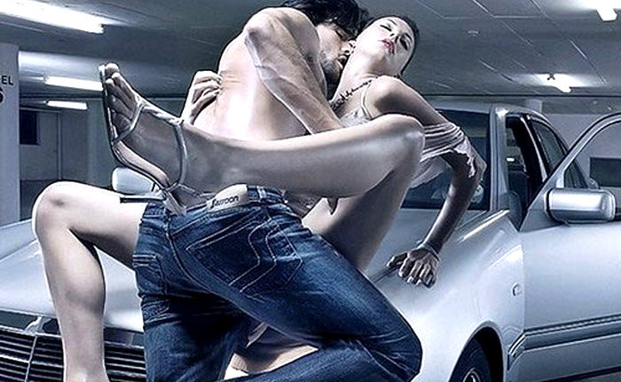 секс на капоте машине