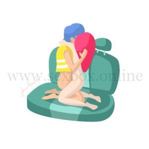 Поза для секса в машине на заднем сидении Парень и девушка стоят на коленях лицом друг к другу