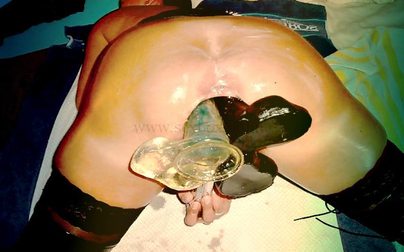 Фото: анальный фистинг большими фаллосами в попку у женщины