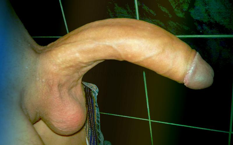 Фото: у парня кривой член смотрит головкой вниз