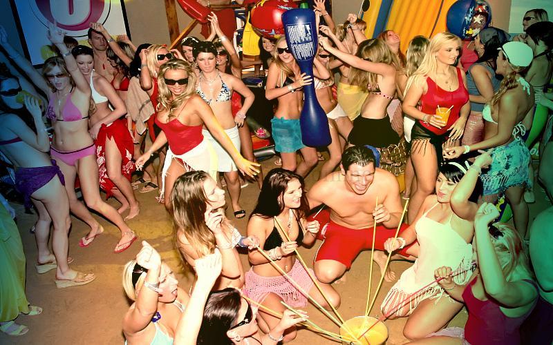 Фото: дискотека на вечеринке в свингер-клубе