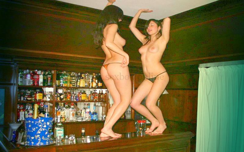 Фото: домашний стриптиз для секса на троих