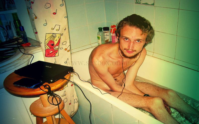 Фото: парень мастурбатор знакомится со свингерами онлайн. Хочет секс с русскими свингерами
