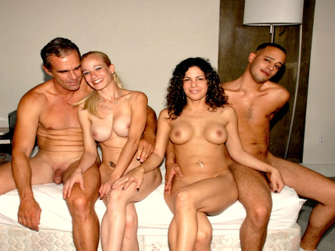 Секс втроём со зрелыми женщинами на SexZima.Net