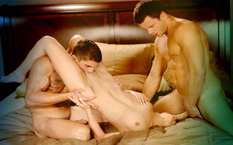 Фото: домашний секс с женой в троем с двумя парнями