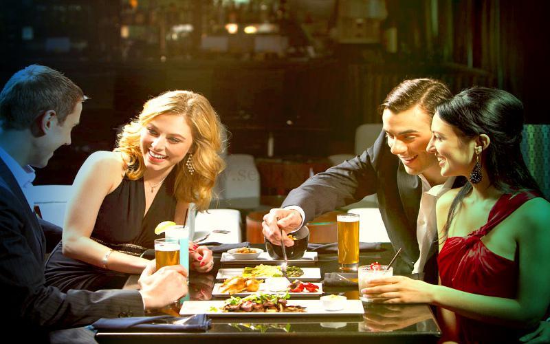 Фото: встреча свингеров в кафе для дружеской встречи