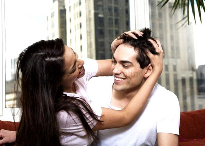 Поглаживание против роста волос