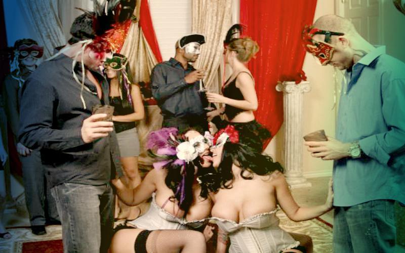 Фото: секс-вечеринка в масках