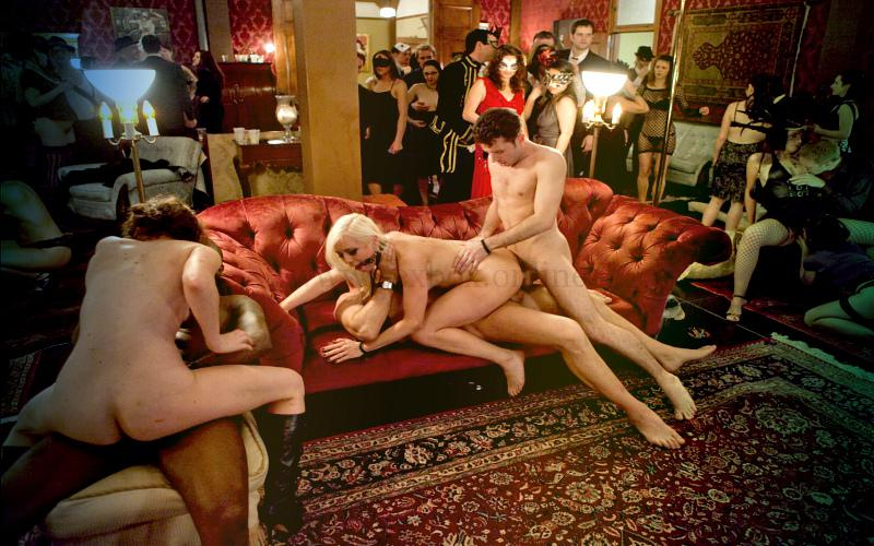 Фото: приватная оргия в закрытом секс-клубе