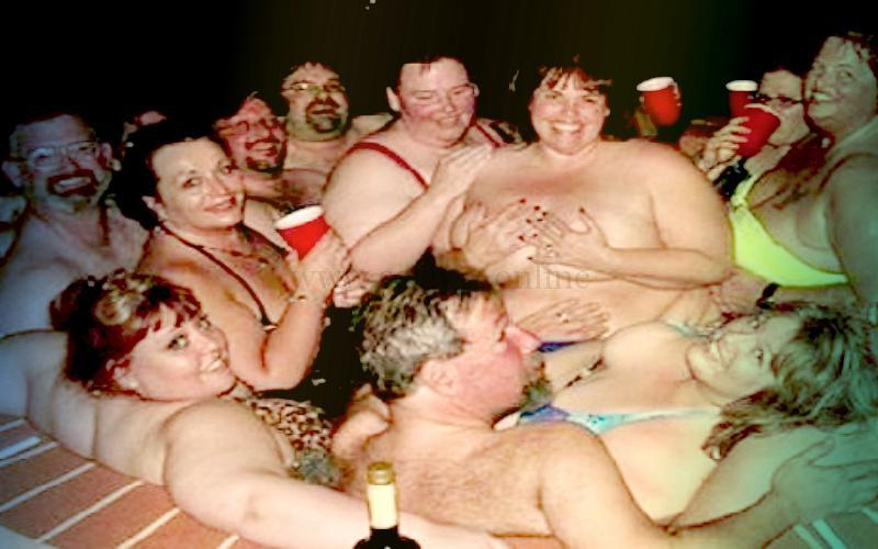 Фото: толстяки наслаждаются в теплом джакузи перед групповым сексом