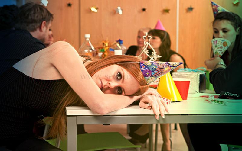 Фото: девушка скучает на секс-вечеринке и портит всем оргию