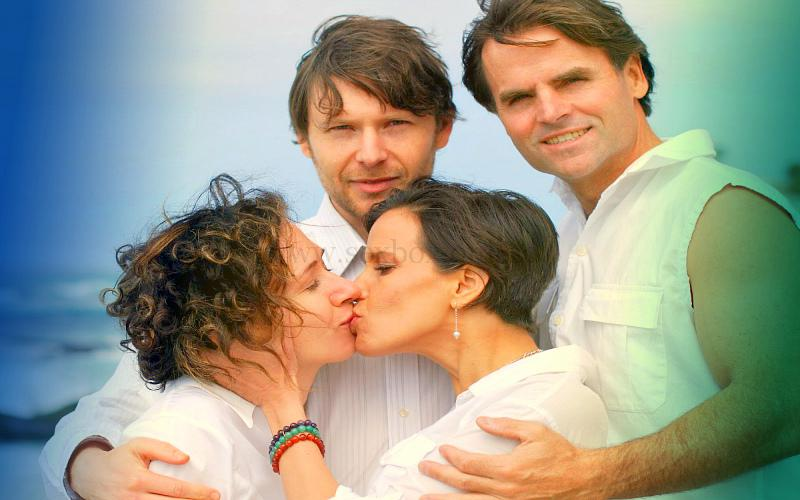 Фото: шведская семья из двух пар