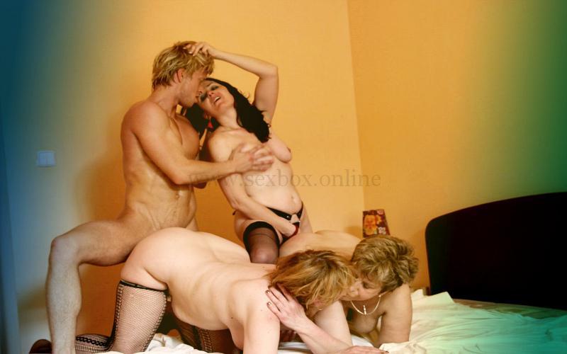 Фото: первый групповой секс