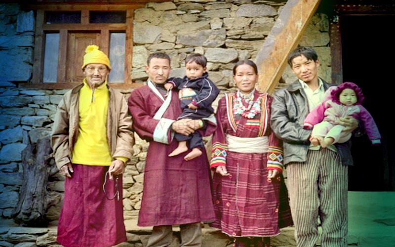 Три мужа и жена в Непале