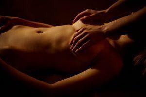 Как делать эротический массаж девушке